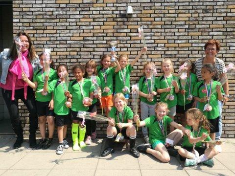 voetbal meisjes 3-4.JPG